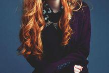rude i czerwone włosy