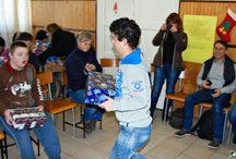 """Verteilreise Polen 2014 / Auch in Polen wurden unzählige Schuhkartons an Kinder in Not verteilt. Ein Team von """"Weihnachten im Schuhkarton"""" war dabei und hat einige besondere Momente eingefangen."""