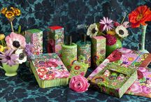Kaffe Fassett Achillea / FOR THE FIRST TIME, KAFFE FASSETT DESIGN IS INTERPRETED THROUGH SCENT AND NATURE'S SCIENCE. KNITTING TOGETHER THE UPLIFTING NOTES OF BERGAMOT, ORANGE BLOSSOM, MUSK AND OLEANDER CREATES A NEW COLOURFUL CANVAS. http://kaffefassettfragrance.com/