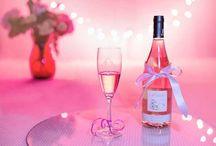 Valentinstagsgeschenke / Suchst du noch die passende Geschenk zum Valentinstag? Wir haben die dazu ein paar Ideen und Inspirationen für exklusive und persönliche Valentinstag Geschenke zusammengestellt.