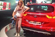 Unsere Gewinner auf der IAA 2015 / Von der IAA 2015: Unsere Gewinner erleben einen aufregenden Tag auf der internationalen Automobilausstellung in Frankfurt. Der neue Sportage begeistert Vater und Tochter.