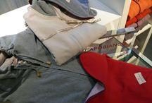 Idee regalo per il tuo San Valentino by CAPOBIANCO / [UOMO] HOODY COMFORT FLEECE (felpa con cappuccio): con inserti in lana/cashmere: € 280,00 -  SWEAT PANTS COMFORT FLEECE: con inserti in lana/cashmere: € 204,00 -   [DONNA] SWEATER COMFORT FLEECE: con inserti in lana/cashmere: € 209,00 -  SWEAT PANTS COMFORT FLEECE: con inserti in lana/cashmere: € 216,00 -   Trova la boutique più vicina a te su http://www.capobianco.org/html/boutique.html