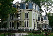 fun style houses / by Meredith Hudson
