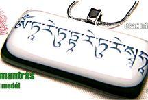 Mantrás üveg ékszer / Üveg ékszerek tibeti mantrákkal, tibeti karakterekkel edzett üvegből