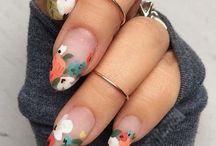 Nail art con flores minimalistas