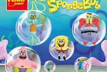 SpongeBob a jeho kamarádi / SpongeBob i jeho kamarádi se na vás těší v prodejnách Penny. Sbírejte známky za nákupy a získejte plyšové hračky za výhodnou cenu!