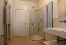 light, quando leggerezza significa innocenza / light, cabina doccia Megius inserita nel bagno di lui e lei