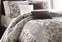 Beautiful Bedding / I love beautiful bedding - and it is much better to appreciate their beauty here than at the department store! / by Sharyn Read