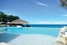 Linha Beaches - Bora-Bora / As águas cristalinas das magníficas praias de Bora-Bora serviram de inspiração para essa tonalidade. Um revestimento de acabamento clean, capaz de proporcionar uma incrível sensação de refrescância no ambiente e uma água em tons azulados.