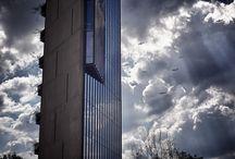 """Alberto Kalach / Messico, 1960. Studia in America. Nella sua carriera dimostra particolare interesse per l'urbanismo. E' il fondatore del collettivo """"Mexico, ciudad futura"""", nel quale sviluppa in congiunto con architetti come Teodoro Gonzalez de Leon, Gustavo Lipkau e Jose Castillo progetti e idee a grande scala."""