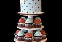 Cupcakes & cakes / by Claudia Banuelos