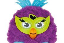 HASBRO - Furby - Party Rokeri, vhodné od 6 rokov. Teraz ušetríte: 15 % / HASBRO - Furby - Party Rokeri, vhodné od 6 rokov. Teraz ušetríte: 15 % http://www.market24.sk/interak…/hasbro-furby-party-rokeri/ Je čas oprášiť váš slovník Furbštiny a pripraviť sa na párty s novými postavičkami Furby Party Rockers ! Párty s nimi rozbehne , keď s ním zatrasiete , nakŕmite ho alebo zatiahnete za chvost. Reaguje na tvoj dotyk , na hudbu , a dokonca aj na ďalšie Furby .