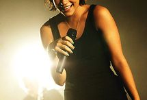 Lily Allen : I love her music / I totally enjoy listening to her music. Lyrics are just so great.
