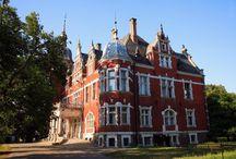 Zakrzew - Pałac / Pałacyk w Zakrzewie.     Wybudowany w 1866 roku dla żydowskiego bankiera dr Eli Cohna (Carsta), który pochodził wprawdzie z Berlina, ale do XIX wieku Zakrzew należał do jego rodziny. Obecnie mieści się w nim dom pomocy społecznej.