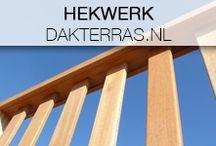 Dakterras hekwerk / Dakterras.nl levert een prachtig houten hek voor uw dakterras voor een warme uitstraling en privacy.  Een aluminium variant kan ook, deze heeft strakke rechthoekige spijlen. De keuze wordt bepaald door uw smaak en eventuele voorschriften voor de aanleg van uw dakterras. Beide hekken zijn veilig en voldoen aan alle voorschriften voor de vergunning.