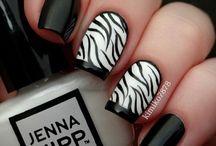 Zebracsíkos körmök