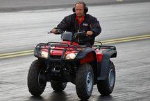 FHRA Crew / FHRA:n tapahtumissa järjestelyistä hyvin pitkälle vastaa iso vapaaehtoisten joukko. Drag Racing kisoissa olet saattanut heitä nähdäkin kirkkaanpunaisissaan. Yhteinen nimittäjä tälle värikkäälle joukolle on FHRA Crew.   Toimitsijoilla on FHRA:n tapahtumissa erilaisia tehtäviä kuten esim. drag racing kisoissa ajanotto, catering, VIP, varikko, myynti, rata, tiedotus, tulospalvelu ja internet, vain muutamia mainittakoon. Lisää tietoa löytyy www.fhra.fi