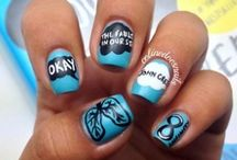 Bookish Fashion and Nail Art / Books inspire some people to be creative with what they wear and how they look. Check out these cool ideas!