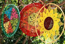 Mandalas Temáticas / Mandalas executadas,em crochê,bambolê e vários outros materiais.