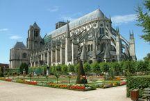 Katedrály na vlastní oči / Katedrály, které jsem měla možnost vidět naživo alespoň zvenku, pokud ne i zevnitř :)