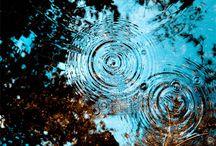 Water / Water is nooit saai. Het verhult, het weerspiegelt de omgeving. Het beweegt. Wat schuilt eronder?