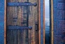 A door / Une porte