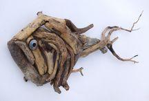 Pesce in legno levigato dall'acqua
