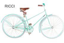 Bici modelo Ricci / Bici modelo Ricci, con o sin canasto, asiento de cuero cosido a mano, pedales de madera, cubiertas blancas o beige, grips de cuero y timbre.