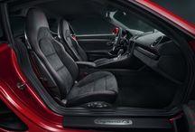 Nuevo Porsche 718 Cayman GTS / Nuevo Porsche  718 Cayman GTS, la encarnación del empuje delantero, incluso cuando está estacionado.