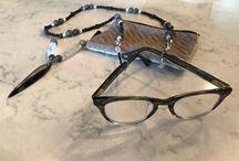 Adaptable luxury eyewear jewelry necklace holder with pendant