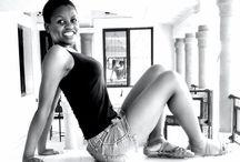 Africaines Fashion / Rencontrez de très belles femmes africaines ! Elles ont une personnalité unique, un charme exclusif.