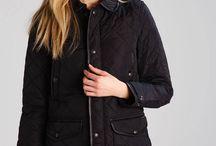 Kurtki i płaszcze na zimowy okres.  / Jesień jest z nami i zima jest tużza rogiem: czas na Twoją perfekcyjną kurtkę. To sezon relaksu, luźnych strojów i warstw.