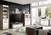 NEAPOLI meble pokojowe ! livingroom / NEAPOLI WM ciepły kolor orzecha w połączeniu z bielą w połysku i aluminiowymi ramkami nadaje tym meblom szlachetności. Szeroki wachlarz dostępnych brył od witryn, komód wysokich i niskich, szafek rtv, półek i stolika kawowego daje Klientowi nieograniczone możliwości zaaranżowania przestrzeni. Kolekcja ta dodatkowo wzbogacona jest o nowoczesne listwowe oświetlenie led półek szklanych. Oświetlenie to jest oferowane w standardzie.