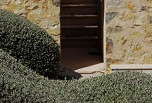Garden stairs / Garden stairs and steps are often a necessity. There is no reason that they can't be turned into attractive features.
