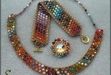 bisuteria artesanal / Abalorios, perlas, cristales,etc. unidos para crear con las manos, colgantes, anilllos y demas accesorios. / by Mª del Mar Nadal Lloria