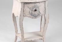 | ROMANTIQUE | / Le style romantique est empreint de fraîcheur et de douceur, avec des tons pastels et gris pour une ambiance bucolique.