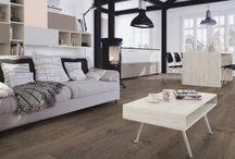 Pisos - Exclusive / Exclusive Es un suelo con una textura moderna y profunda, realzada por sus biseles a los 4 lados, asegurando que su local tenga una apariencia elegante e inteligente.