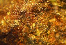 Ludwigite (Groupe) / Borates : Azoproite, Bonaccordite, Chestermanite, Fredricksonnite, Ludwigite, Vonsenite