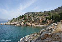 Arvanitia to Karathona / A 2.5 km trail along the coastline that links Arvanitia Square to Karathona Beach in Nafplio.