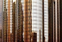 """Canon   Pět hodin v Los Angeles (Foto: Tomáš Vocelka) / Tomáš Vocelka: """"Soubor fotografií, který zachycuje Los Angeles z """"jiné perspektivy"""" vznikl celý během pouhých pěti hodin, které jsem v tomto městě měl, než jsem musel na letiště. Věděl jsem, že je to málo času, a tak jsem se zaměřil na finanční centrum města a na koncertní halu Walta Disneyho, která je nedaleko. Koncertní hala měla přitom prioritu, protože mám rád architekturu Franka Gehryho - vytváří totiž spoustu možností pro hezké fotky."""""""