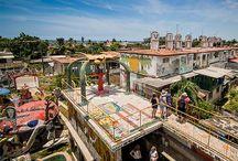 """Casa-Estudio de José Fuster / Desde su estudio en Jaimanitas, en el extremo occidental de la capital cubana, el ceramista, dibujante, pintor y grabador José Antonio Rodríguez Fuster ha creado """"Fusterlandia"""", un proyecto creativo que involucra a más de 80 casas. / by Paseos por La Habana"""