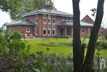 Livingstone, een oase in eigen tuin /  We gaan bijna tot aan de Brabants-Belgische grens maar dan heb je ook wat: een stijlvol woonhuis, bedacht en verwezenlijkt met Frank Lloyd Wright als 'fil rouge'. Natuurlijk heeft architect Richard Martens namens Livingstone getekend, letterlijk en figuurlijk en daardoor is er nu een woning die van alle kanten getuigt van klasse, goede verhoudingen, detaillering, één geheel.