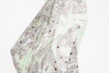 Happé-Carrés de soie / Petits foulards en soie délicats.