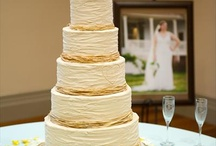 Wedding Cake ideas! ... Maybe  / by Phalycia Hyde