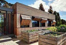 Melbourne Home / Casa modular de diseño con revestimientos de madera.