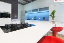 Contemporary Kitchens / Kitchens that inspire a lifetime, only at Easylife Kitchens