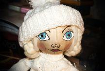 Текстильная кукла. / Велико многообразие текстильных кукол; Тильды, Тыквоголовки, Чердачные, Вальдорфская, Тряпиенсы, Шарнирные, Снежки, Обереговые куклы. Все по своему красивы и очаровательны. Они привносят в нашу жизнь тепло, уют и радость.