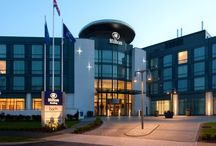 Wedding Fair @ Hilton Reading 29th January 2017 / This stunning hotel near the Madejski Stadium is hosting a wedding fair in the amazing Windsor Ballroom. There is a large variety of local wedding exhibitors as well as some big High Street names all keen to help you plan your Big Day. Admission is Free so bring along friends and family to help you choose what you need for special day!