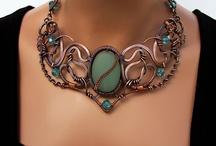 Wire - náhrdelníky