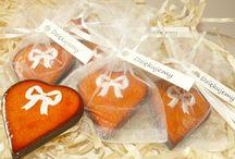 Podziękowania ślubne dla gości / Ciekawym sposobem na podziękowanie dla gości weselnych może być obdarowanie ich ceramicznymi serduszkami wykonanymi ręcznie.